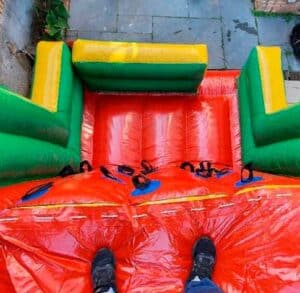 Locação de Tobogã Inflável para Festa Infantil com Escalada Visto de Cima do Brinquedo